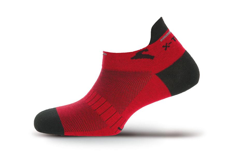 Носки Boreal X-TRAIL COOX B507Носки и бахилы<br>Укороченные спортивные носки для бега в жаркую погоду. Ультралегкие, отлично отводят влагу. Светоотражающие нити для ночного бега.<br><br>Материал: 85% Coolmax, 12% Polyamide, 3% Lycra<br>Пол: Унисекс<br>Размер INT: S<br>Цвет: КРАСНЫЙ