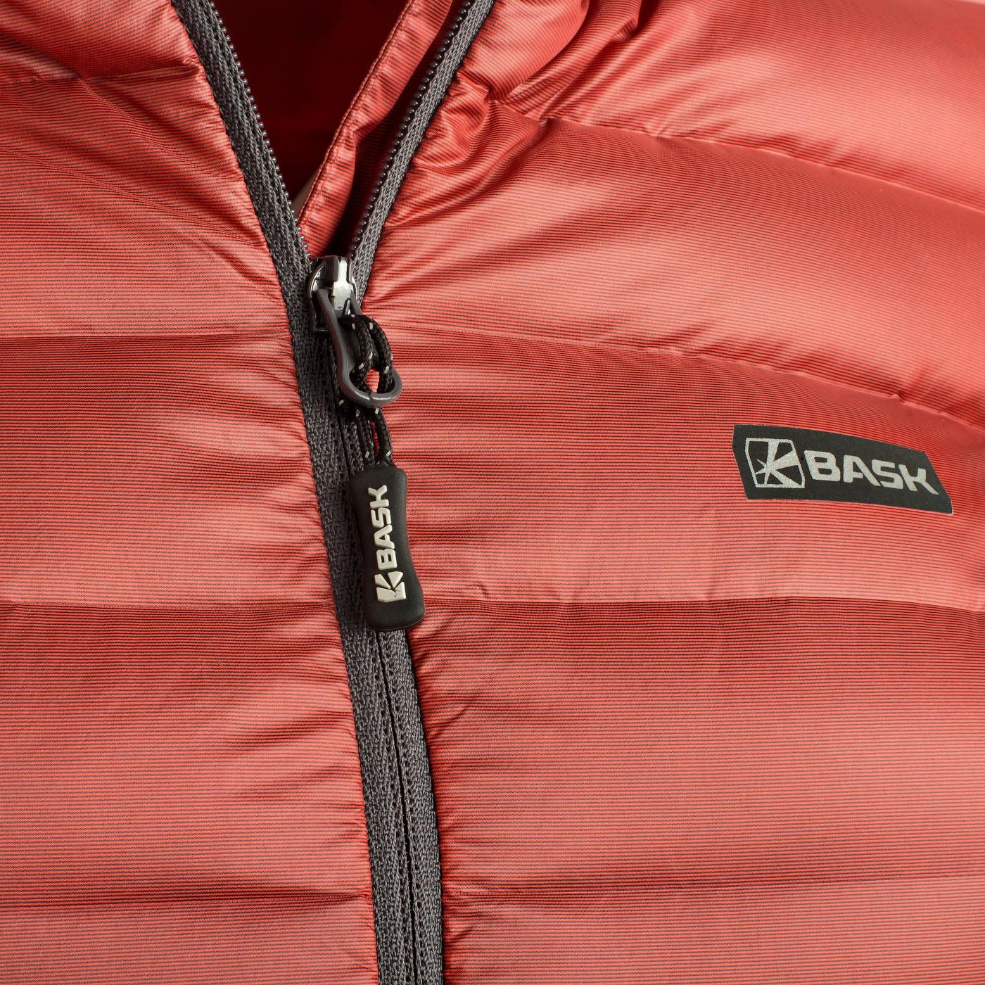 Пуховая куртка BASK CHAMONIX LIGHT LJ 3680Куртки<br><br><br>Верхняя ткань: Advance® Superior<br>Вес граммы: 350<br>Вес утеплителя: 120<br>Ветро-влагозащитные свойства верхней ткани: Да<br>Ветрозащитная планка: Да<br>Ветрозащитная юбка: Нет<br>Влагозащитные молнии: Нет<br>Внутренние манжеты: Нет<br>Внутренняя ткань: Advance® Superior<br>Дублирующий центральную молнию клапан: Нет<br>Защитный козырёк капюшона: Нет<br>Капюшон: Несъемный<br>Карман для средств связи: Нет<br>Количество внешних карманов: 2<br>Количество внутренних карманов: 1<br>Мембрана: Нет<br>Объемный крой локтевой зоны: Нет<br>Отстёгивающиеся рукава: Нет<br>Показатель Fill Power (для пуховых изделий): 800<br>Пол: Женский<br>Проклейка швов: Нет<br>Регулировка манжетов рукавов: Нет<br>Регулировка низа: Да<br>Регулировка объёма капюшона: Да<br>Регулировка талии: Нет<br>Регулируемые вентиляционные отверстия: Нет<br>Световозвращающая лента: Нет<br>Температурный режим: -10<br>Технология Thermal Welding: Нет<br>Технология швов: Простые<br>Тип молнии: Однозамковая<br>Тип утеплителя: Натуральный<br>Ткань усиления: нет<br>Усиление контактных зон: Нет<br>Утеплитель: Гусиный пух<br>Размер RU: 50<br>Цвет: СЕРЫЙ