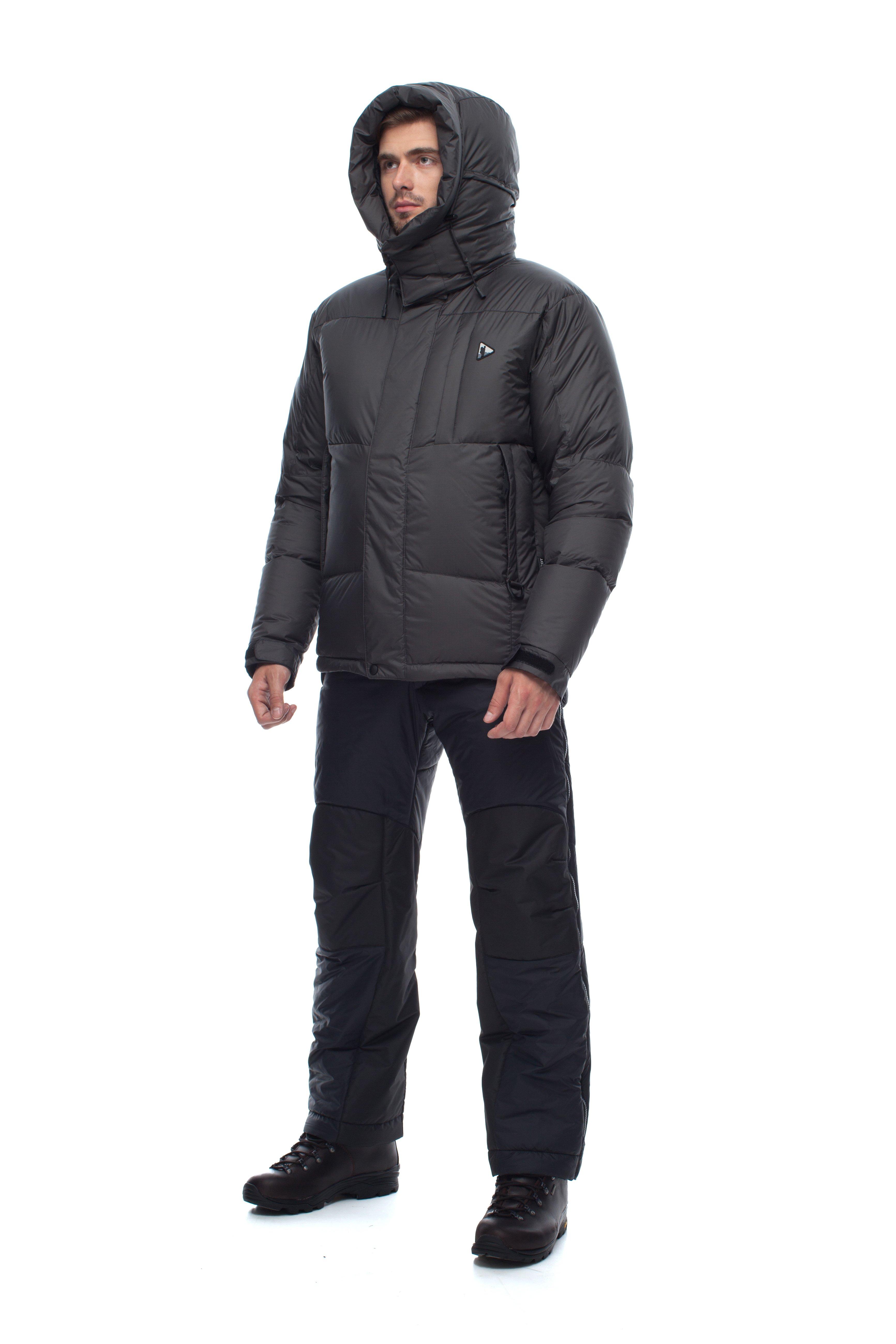 Пуховая куртка BASK HEAVEN V2 3945AКуртки<br><br><br>&quot;Дышащие&quot; свойства: Да<br>Верхняя ткань: Resist-DT(R) EXTREME<br>Вес граммы: 955<br>Вес утеплителя: 282<br>Ветро-влагозащитные свойства верхней ткани: Да<br>Ветрозащитная планка: Да<br>Ветрозащитная юбка: Нет<br>Влагозащитные молнии: Нет<br>Внутренние манжеты: Нет<br>Внутренняя ткань: Advance® Classic<br>Водонепроницаемость: 3000<br>Дублирующий центральную молнию клапан: Да<br>Защитный козырёк капюшона: Нет<br>Капюшон: Съемный<br>Количество внешних карманов: 3<br>Количество внутренних карманов: 3<br>Мембрана: Resist-DT(R) EXTREME<br>Объемный крой локтевой зоны: Нет<br>Отстёгивающиеся рукава: Нет<br>Паропроницаемость: 3000<br>Показатель Fill Power (для пуховых изделий): 670<br>Пол: Мужской<br>Проклейка швов: Нет<br>Регулировка манжетов рукавов: Да<br>Регулировка низа: Да<br>Регулировка объёма капюшона: Да<br>Регулировка талии: Нет<br>Регулируемые вентиляционные отверстия: Нет<br>Световозвращающая лента: Нет<br>Температурный режим: -15<br>Технология Thermal Welding: Нет<br>Технология швов: Простые<br>Тип молнии: Двухзамковая<br>Тип утеплителя: Натуральный<br>Ткань усиления: Нет<br>Усиление контактных зон: Да<br>Утеплитель: Гусиный пух<br>Размер RU: 48<br>Цвет: СИНИЙ