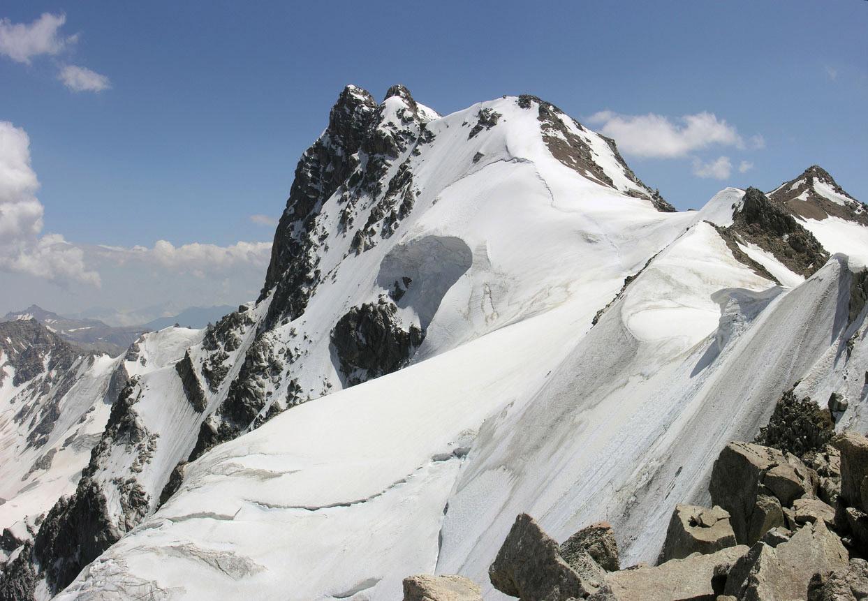 Приключенческий тур  Адыр-су: 2 восхождения за 9 дней. Начальная подготовка альпиниста ADYRSU-NP1Приключенческий тур<br><br><br>Регион: Россия<br>Страна: Россия<br>Дата начала: 2018-06-09<br>Дата окончания: 2018-06-17<br>Количество человек: 5<br>С гидом: Да