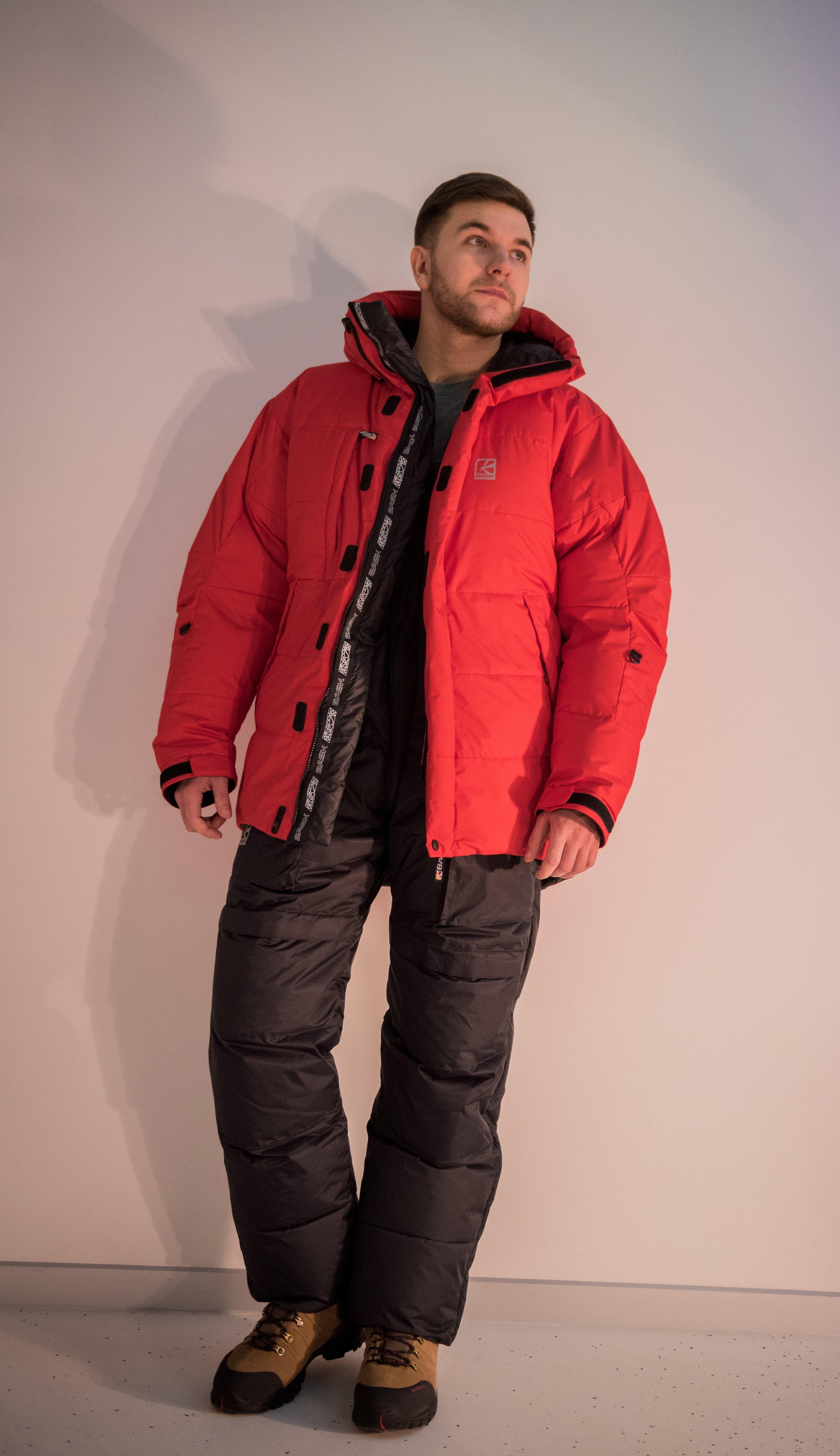 Пуховая куртка БАСК EVEREST V2 3805AКуртки<br>Тёплая и максимально лёгкая пуховая куртка для восхождений, в конструкции которой объединены достоинства моделей BASK KHAN TENGRI и ERTZOG. В версии V2 в качестве верхней ткани используется Gelanots&amp;reg; GHB.<br><br>&quot;Дышащие&quot; свойства: Да<br>Верхняя ткань: Gelanots® GHB<br>Вес граммы: 800<br>Вес утеплителя: 390<br>Ветро-влагозащитные свойства верхней ткани: Да<br>Ветрозащитная планка: Да<br>Ветрозащитная юбка: Нет<br>Влагозащитные молнии: Нет<br>Внутренние манжеты: Нет<br>Внутренняя ткань: Advance® Classic<br>Водонепроницаемость: 1000<br>Дублирующий центральную молнию клапан: Да<br>Защитный козырёк капюшона: Нет<br>Капюшон: Несъемный<br>Карман для средств связи: Нет<br>Количество внешних карманов: 3<br>Количество внутренних карманов: 2<br>Коллекция: Alpine Expert DOWN<br>Мембрана: Advance MPC<br>Объемный крой локтевой зоны: Да<br>Отстёгивающиеся рукава: Нет<br>Паропроницаемость: 7000<br>Показатель Fill Power (для пуховых изделий): 850<br>Пол: Мужской<br>Проклейка швов: Нет<br>Регулировка манжетов рукавов: Да<br>Регулировка низа: Да<br>Регулировка объёма капюшона: Да<br>Регулировка талии: Да<br>Регулируемые вентиляционные отверстия: Нет<br>Световозвращающая лента: Нет<br>Температурный режим: -25<br>Технология Thermal Welding: Нет<br>Технология швов: Теплые и закрытые<br>Тип молнии: Двухзамковая<br>Тип утеплителя: Натуральный<br>Ткань усиления: Нет<br>Усиление контактных зон: Нет<br>Утеплитель: Гусиный пух<br>Размер RU: 48<br>Цвет: СЕРЫЙ