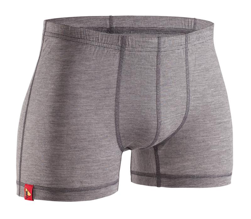 Шорты BASK MERINO WOOL SHORT 5216Термобелье<br>Мужские шорты из смеси шерсти Мериноса и волокон Tencel®. Тонкая шерсть Мерино сохраняет комфортный тепловой баланс и не раздражает кожу.<br><br>Вес изделия: 80<br>Воротник: Нет<br>Материал: шерсть Мериноса фирмы Mapp - 50%, Tencel® – 50%<br>Молнии: Нет<br>Плотность ткани г/м2: 165<br>Пол: Муж.<br>Тип шва: плоский<br>Функциональная задняя молния: Нет<br>Размер INT: S<br>Цвет: ЧЕРНЫЙ